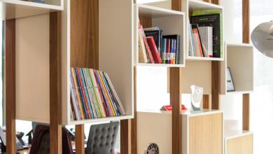 Photo of Elegantní i praktické rozdělení místnosti: dělící stěny, paravány a regály